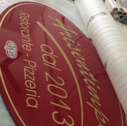 Insegna vintage per ristorante storico di albanolaziale laccata rossa con scritte oro