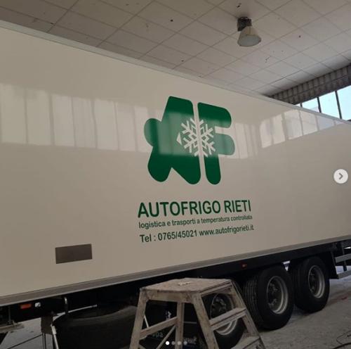 Realizzazione loghi per camion frigo per autofrigo Rieti